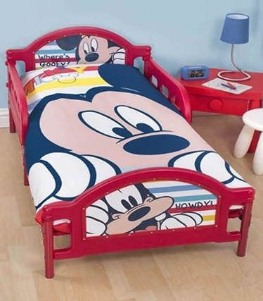 Mickey Mouse Toddler Bedding Set from our junior bedding range at Children's Rooms ... http://www.childrens-rooms.co.uk/mickey-mouse-toddler-bedding-set-play.html #toddlerbedding #juniorbedding #mickeymousebedding #boysbedding