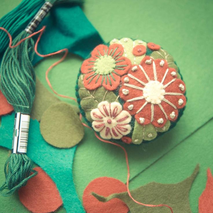 Handmade by Martha Stark   tags: #handmade #marthastark #brooch made of #felt #decoration #rekodzielo #bead #thread #green #pink