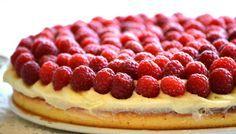 Málnamánia! 38 éves lettem én, álmaim tortáját sütöttem meg én: Citromos-málnás-vaníliás nyári torta (Fotó: Myreille)