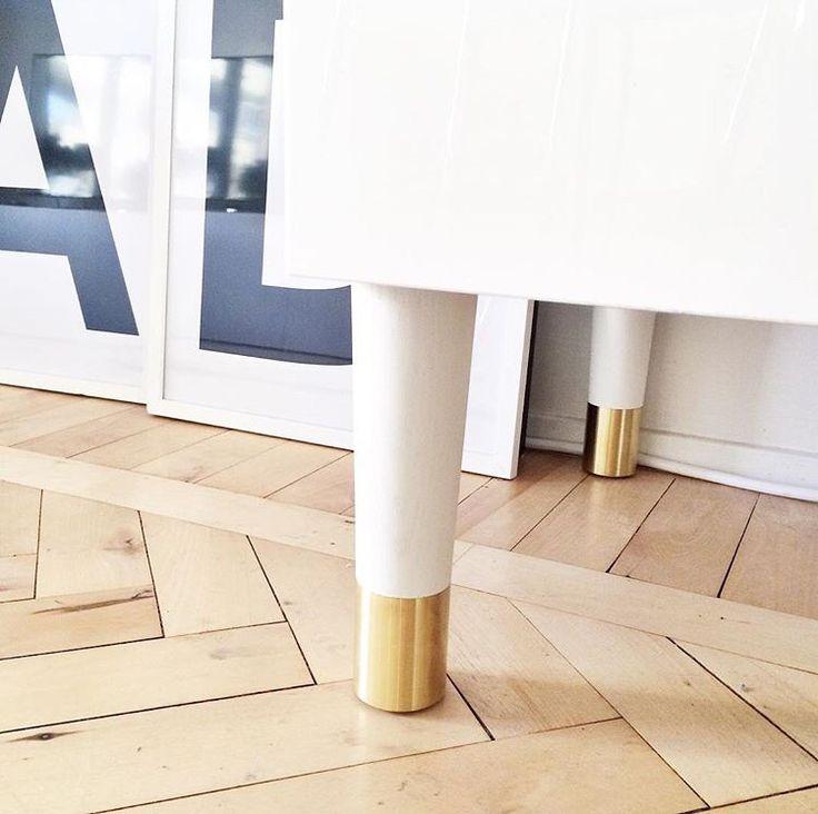 Snygga benen PrettyPegs från Sleepo till IKEAs TV-möbel Bestå. Bild från Istagram @nyahemmet