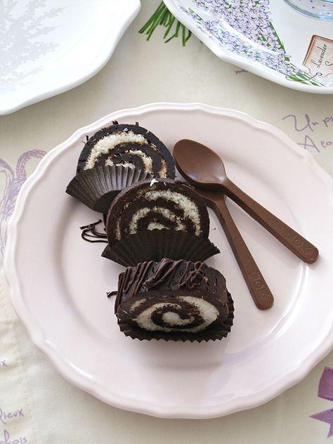 Hem çok geç kalmış bir masa hem de enfes lezzetler.Hindistan cevizli rulo pasta hazırlaması oldukça kolay tadı ise hmmm. Seygiyle kalı...