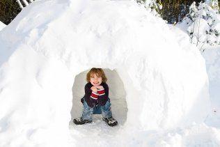 Fabriquer un fort - #hiver #enfant #neige