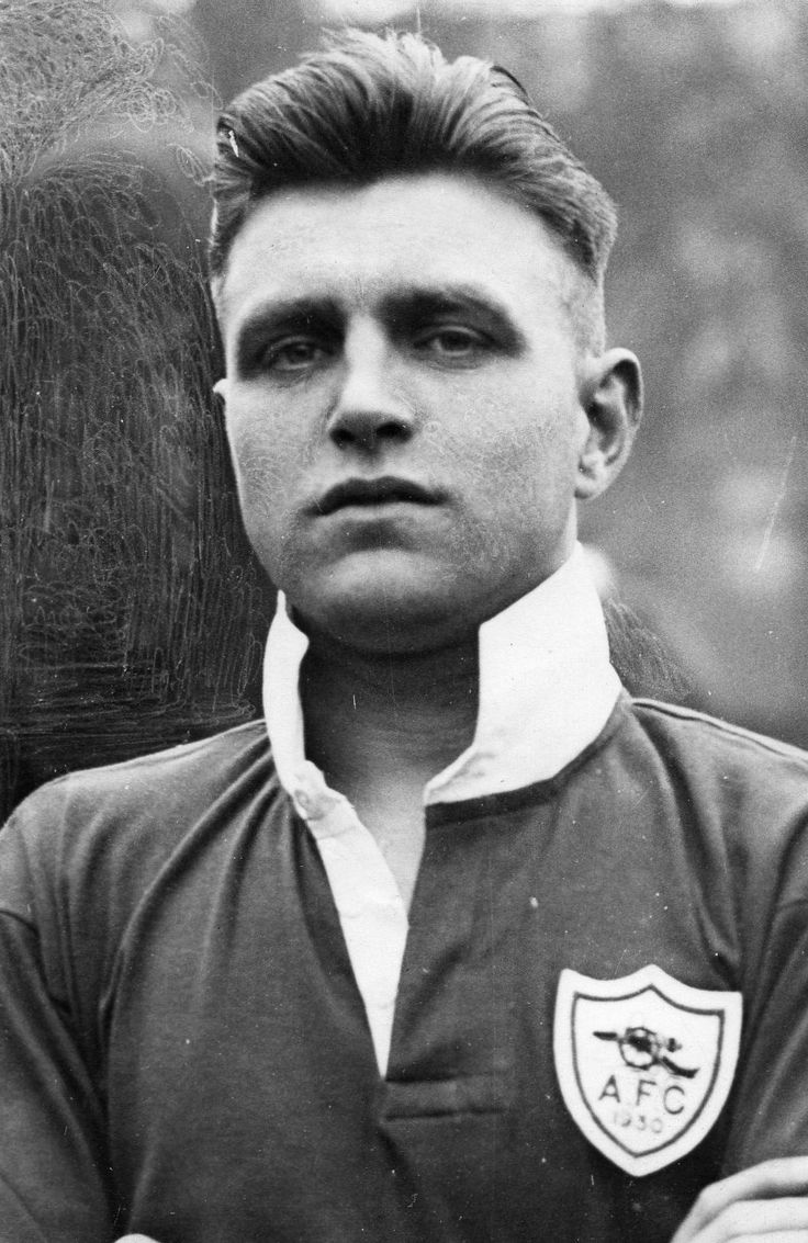 Eddie Hapgood, Arsenal... Beckham, eat your heart out.