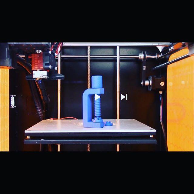 Abbiamo stampato un simpatico morsetto a vite completamente funzionante, e voi cosa stampereste con la nostra stampante 3D Verve?  #stampa3d #3dprinting #stampanti3d #3dprinters https://www.youtube.com/watch?v=yUjgv7suUB8