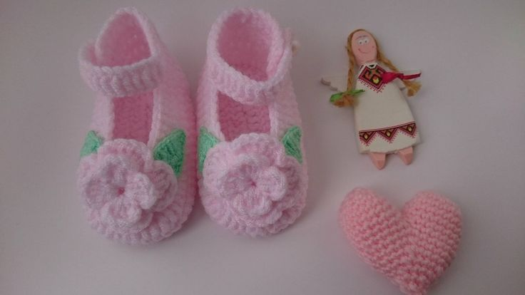 BABETTES WİTH FLOWERS. Crochet Pink Babettes. Babygirl Booties. Birthday Gift. Baby Shower Gift. Baby Size For 3-6 Months. Pearl Buttons.