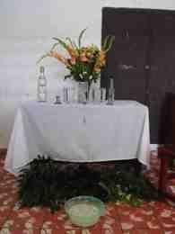 ¿Qué es la bóveda espiritual?  La atención a los eguns o difuntos ocupa un papel importante en la santería. El ofrendar y rendir homenaje a los difuntos constituye una parte esencial de la liturgia de esta religión...