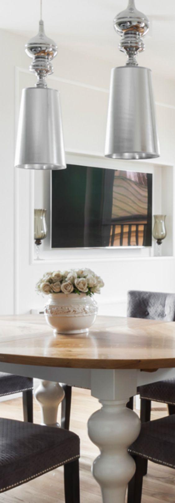Wood & Dining Room & Natural. Made in Poland. Manufaktura Stolarska 2017.  Pragniemy przedstawić państwu nasze kolejne projekty. Tym razem styl eklektyczny. W centrum stół, najważniejsze miejsce w domu, które łączy ze sobą ludzi! Oryginalne i nietypowe rozwiązania dla mebli do jadalni! Nowoczesny wystrój wnętrz ocieplają drewniane meble. #design #wood #furniture #diningroom #flat #natural #home #table #dining #drewno #stolarz #stół #kuchnia #jadalnia #stolik
