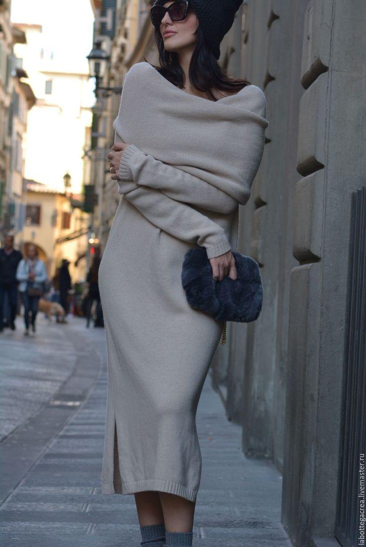Купить или заказать Платье вязаное длинное Principessa в интернет-магазине на Ярмарке Мастеров. Прямой, свободный крой, роскошь кашемировой пряжи, необычный крой, позволяющий использовать длинный воротник днем как шарф-капюшон, вечером- небрежно скинутый с плеча, подчеркивающий нежность и женственность. Цвета на заказ - коричневый холодный, серый, пастельный зеленый, синий, петроль (сине-зеленый), цвет сгущенки (светлый беж) Темный серый, черный - стоимость 17900р Сумочка на фото Stefanel…