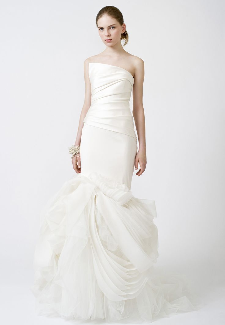 Stunning Wedding Dresses Bridal Gowns by Vera Wang Iconic Note intriguing take on bell