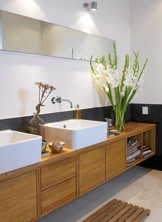GREIT TIPS:  Invester i håndklær i samme stil og farger som resten av badet for å skape en helhet. La dem ligge i åpne hyller eller skap. Es...