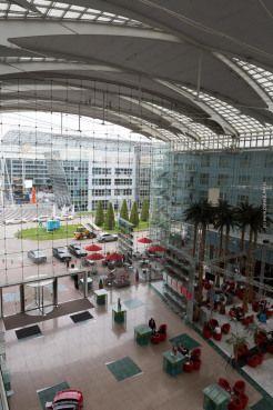 Airport Kempinski Hotel München Flughafen - Hotel Tour - Restaurant - Lobby - Doppelpass - Junior Suite und Wellness Bereich - München Airpo...