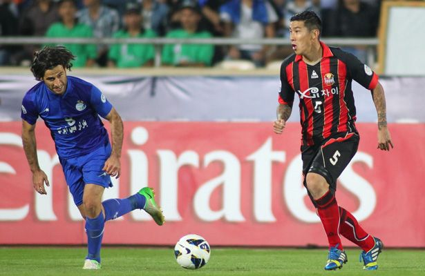 FC Seoul right-back Cha Du-ri (pictured right), who has played in two World Cups, was suspended for the first leg of the AFC Champions League final against China's Guangzhou Evergrande, but is pushing for a recall to the side ahead of Saturday's showdown at Tianhe Stadium. Photo: WSG.