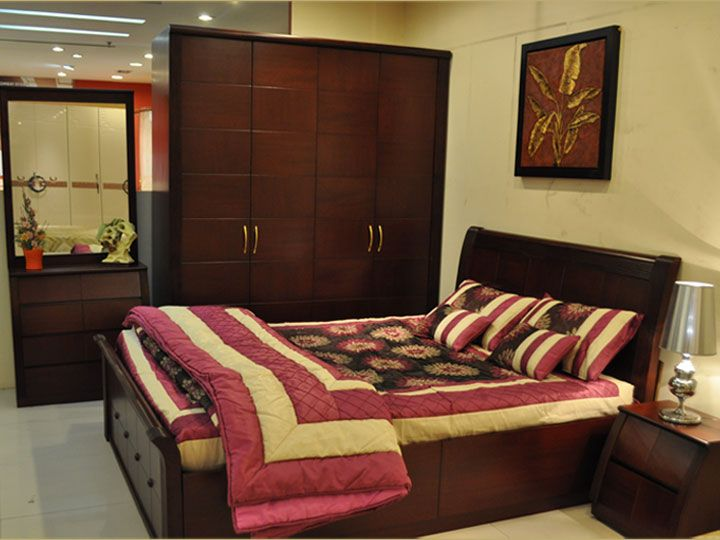 This Bedroom Set Has A Brilliant Look With A Rich And Elegant Touch To It