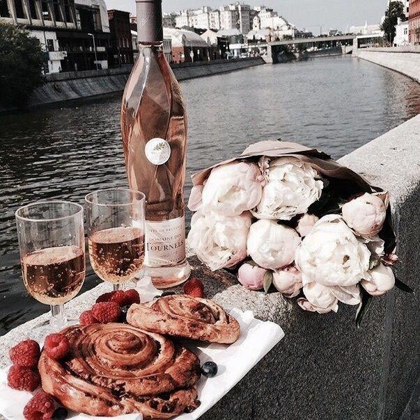 Paris, rosé & flowers
