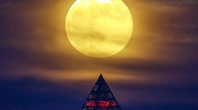 Juni Ini Bulan Purnama Muncul pada Friday the 13th, Pertanda Apa? - http://www.gaptekupdate.com/2014/06/juni-ini-bulan-purnama-muncul-pada-friday-the-13th-pertanda-apa/