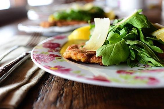 Chicken Milanese/Pioneer Woman http://www.foodnetwork.com/recipes/ree-drummond/chicken-milanese.html
