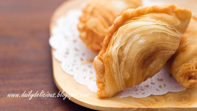 dailydelicious: Chicken curry puff: Crisp and flaky snack!