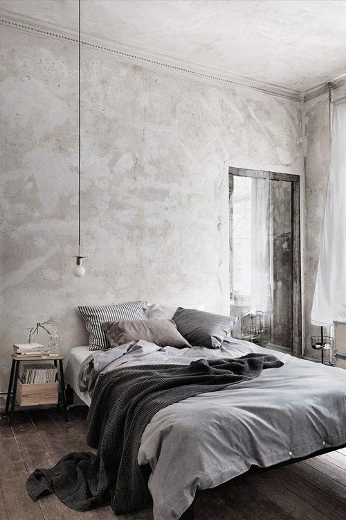 Um conceito diferente de pintura para a sua casa Para criar um visual urbano, moderno e elegante, a nossa dica é trabalhar com o concreto aparente nas PAREDES E TETO da sua casa. O efeito visual é bem fácil de fazer: você pode encontrar tintas especiais com o acabamento de…