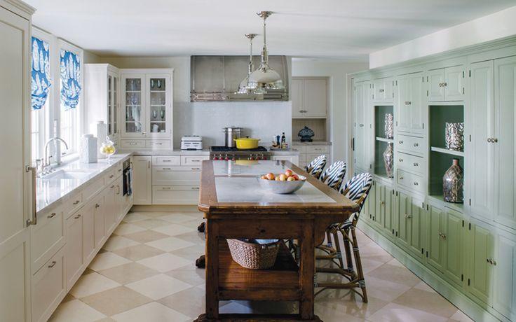 Новый интерьер кухни дома на берегу реки Майлз