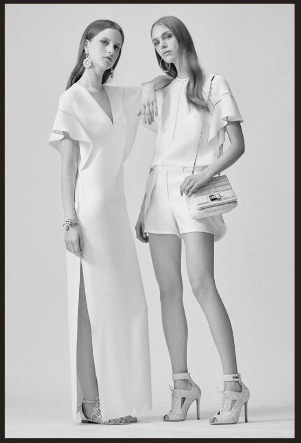 Рассматривая творения дизайнеров, мне ближе всего такие работы, которые подчеркивают женственность и красоту. Один из таких дизайнеров — Эли Сааб. Эли Сааб ослепляет сложностью отделки и высочайшим чувством красоты. Его специализация — платье. Платье, которое выводит на первый план силуэт женщины. Эли Сааб родился в Ливане в 1964 году. Эли самоучка, его интерес к пошиву женского платья проявился…