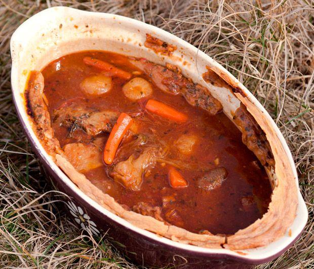 Julie Andrieu vous livre sa recette de l'agneau à la cuillère. Une savoureuse recette issue des Carnets de Julie.