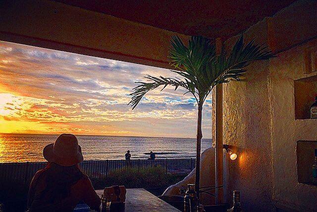 夏の人気旅行先と言えば、やはり「沖縄」。沖縄には様々な観光スポットがありますが、今回は、ドライブの途中に立ち寄れる絶景ロケーションカフェを10つご紹介いたします。沖縄の美しい海を見ながらちょっと休憩してみては? #1 オーシャンビューカフェ残波邸photo by instagram @flolin.oki 沖 |国内, 宮城県, 沖縄, 絶景|旅行・観光のおすすめ「wondertrip」