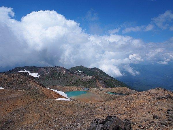 剣ヶ峰山頂から望むニノ池。御嶽山・王滝口|北アルプス登山ルートガイド。Japan Alps mountain climbing route guide