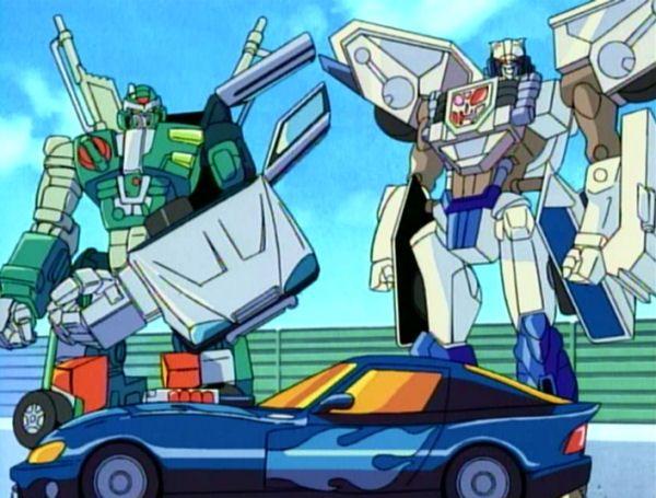 http://tfwiki.net/w2/images2/f/fb/HuntBlackPyramid_Autobot_Brothers_prepare_to_jump.jpg