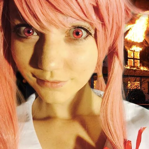 League of Legends Female Streamer and Cosplayer on Twitch. Cosplay / Gamer / Gaming / Beautiful / Pink Hair / Eyes / Username: SincerelyLyn /