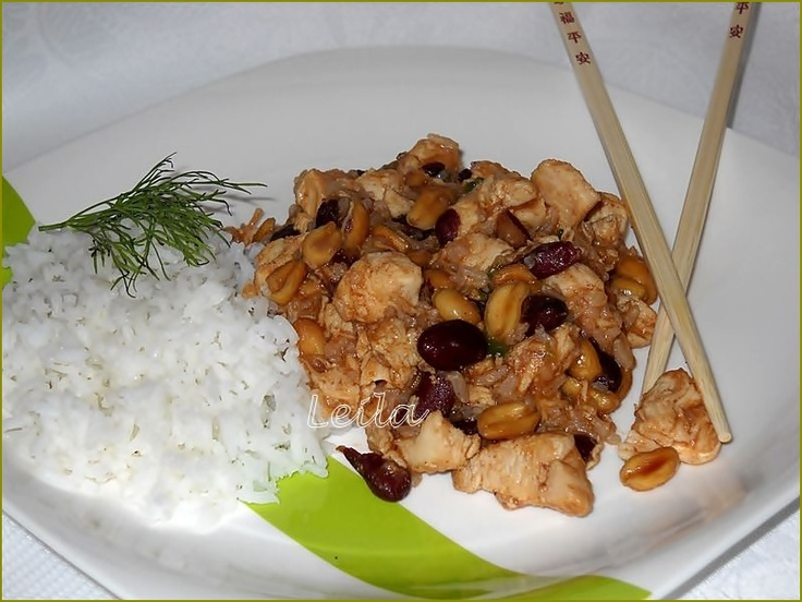 Pui thailandez cu alune http://www.bucatareselevesele.ro/2011/06/pui-thailandez-cu-alune.html