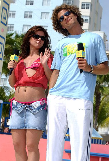 2003 The singer donned a bikini top and unbuttoned denim skirt to tape a segment for MTV's Spring Break along with Justin Guarini in Miami.   Read more: http://www.usmagazine.com/celebrity-body/pictures/kelly-clarksons-body-through-the-years-2012317/24061#ixzz2zXPY1XYR  Follow us: @Us Weekly on Twitter | usweekly on Facebook