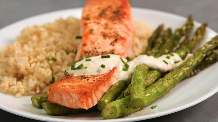 How to Make Broiled Salmon and Asparagus