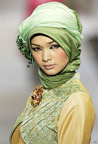 This is interesting. It is called a Jelbab. She looks rather stunning while still being modest. I like this look too!