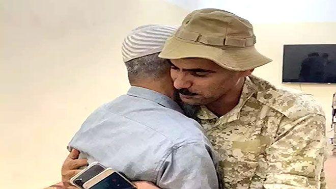 سفير السعودية لدى اليمن عناق أخوة ورسالة سلام في أبين نشر السفير السعودي لدى أبين الشق العسكري السعودية اتفاق الرياض Www Alay Baseball Hats Hats Newsboy