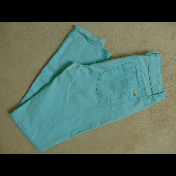 Turquoise jeans Turquoise jeans in size 11. It has some little stains, I tried to take a pucture (#4). The material is 98% cotton 2 % spandex Jeans Skinny