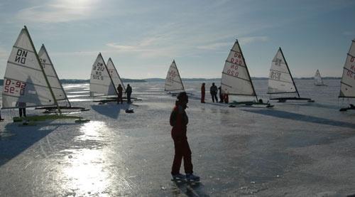 Isbåde foran Ramløse Havn forår 2005. Foto: Ole Andersen
