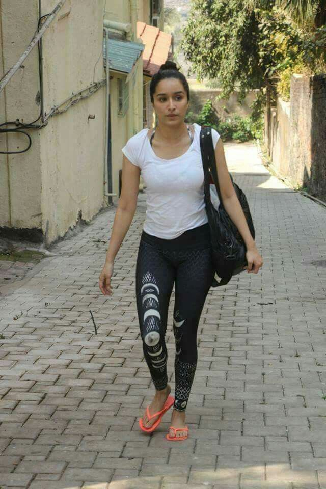 It girl dating diary outfits with leggings