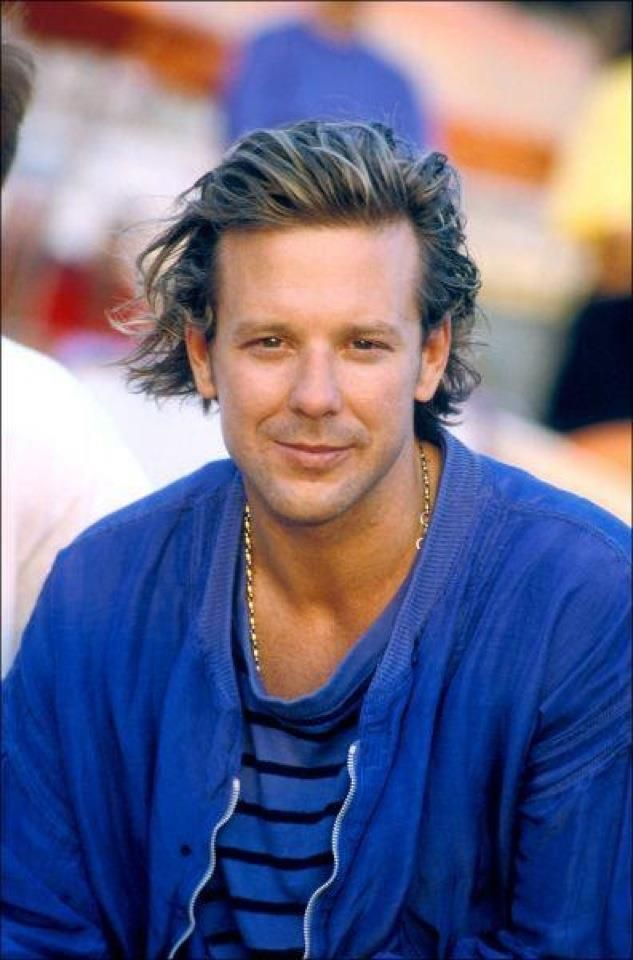 Mickey Rourke/ Before unfortunate plastic surgery.