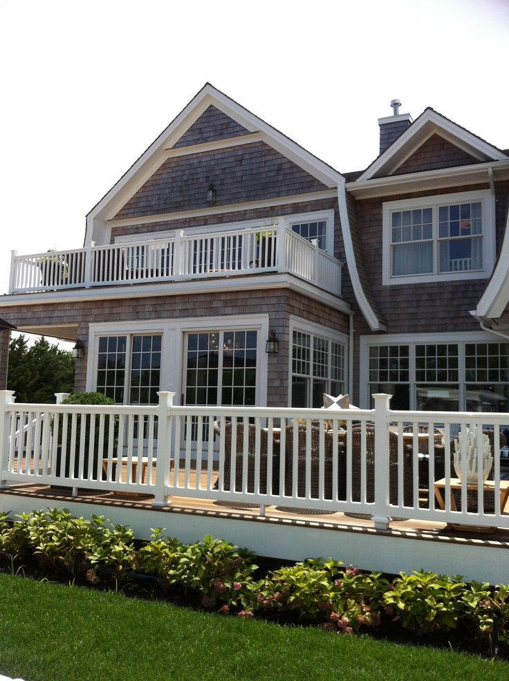Hamptons porch and house