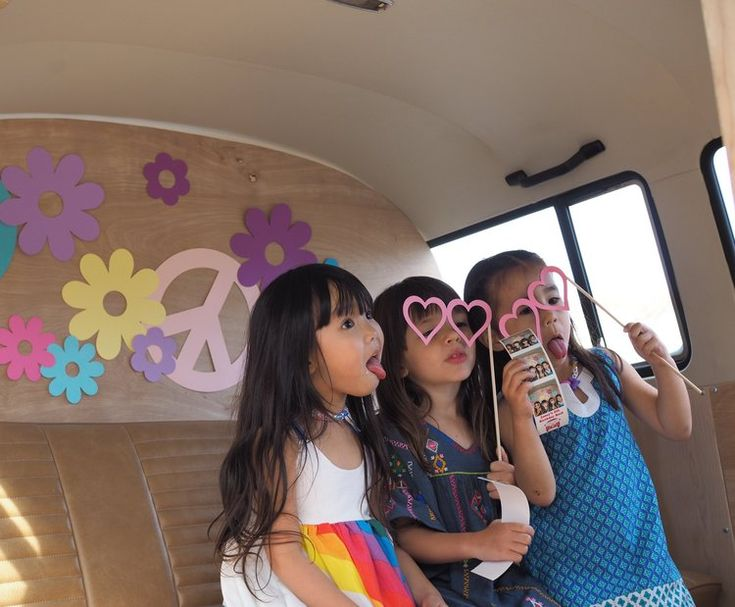 Photo Booth Bus — The Traveling Photo Bus