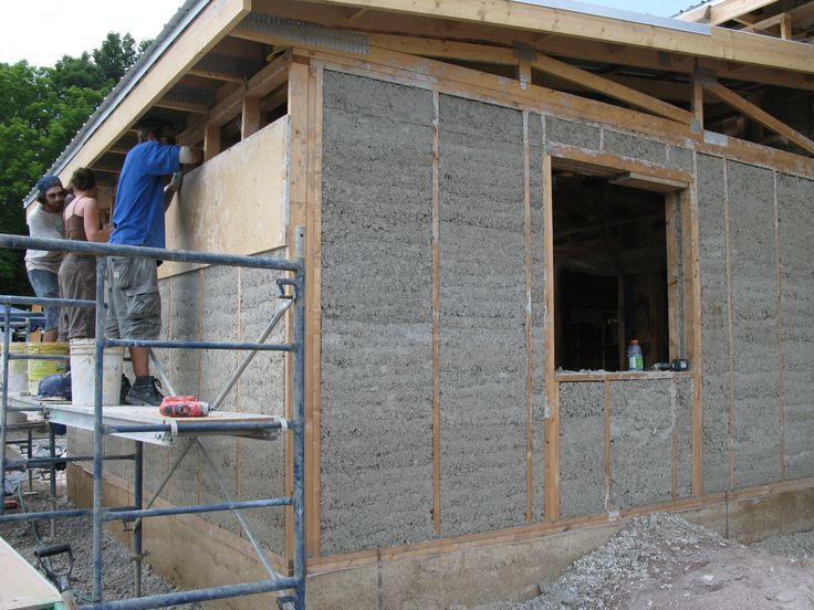 With its unique insulating properties, Hempcrete is a viable alternative construction  material. A new book shows how best to apply it.
