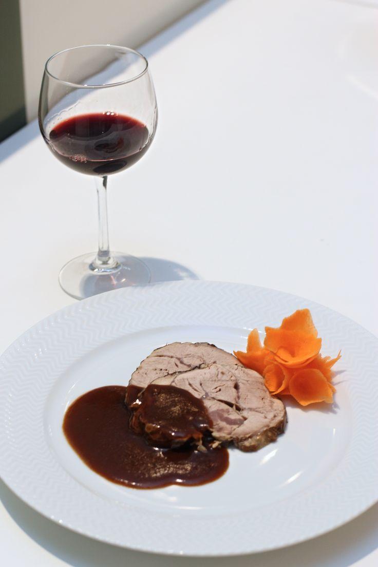 paletta di vitello con salsa al vino rosso e liquirizia
