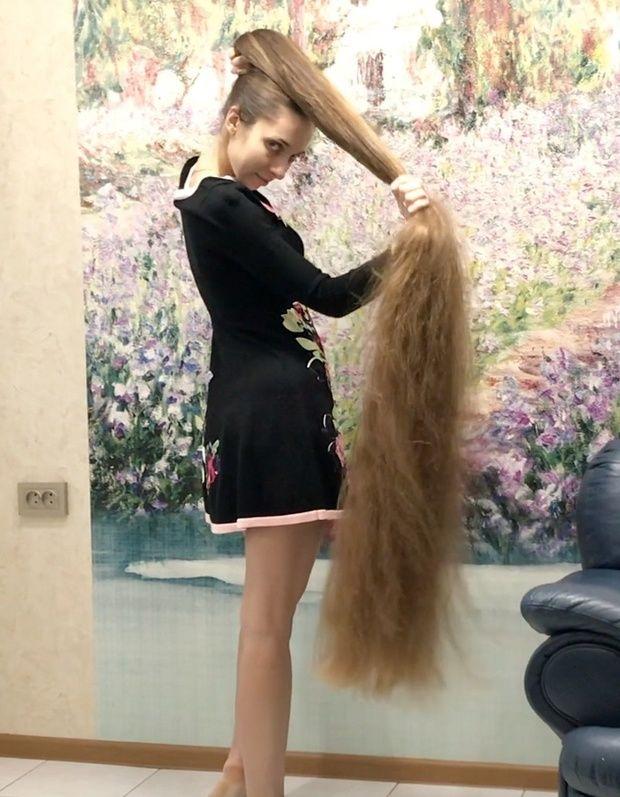 Video Massive Buns And A Beautiful Dress Long Hair Styles Long Hair Ponytail Rapunzel Long Hair