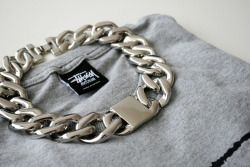 CHAIN NECKLACE:in silverin goldin whiteSTÜSSY SWEATSHIRT  ph. via connected to fashion