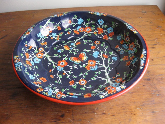 Daher Decorated Ware c. 1971 Made in England metal floral shaped tray