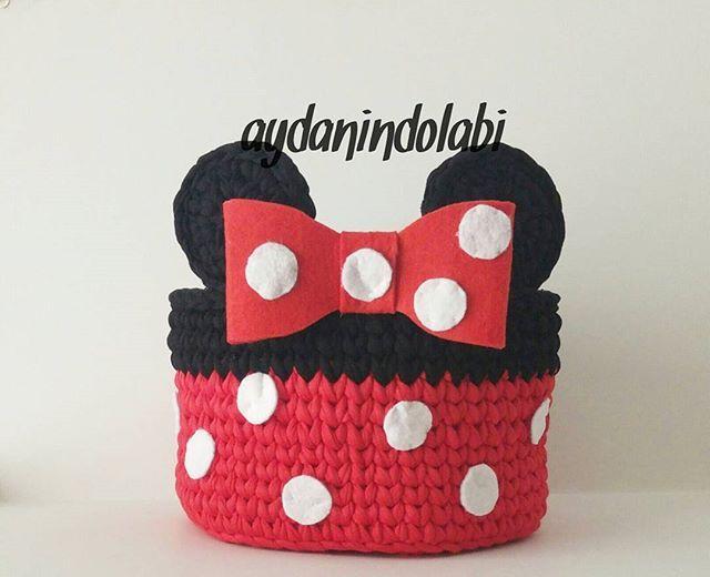 Minnie ye kirmizi cok yakismiyor mu ? #aydanindolabi #penyeipsepet #penyeip #penyesepet #englishhome #yilbasi #handmade #hediyelik #mickeymouse #bebekhediyesi #yenigelin #dogumhediyesi #annebebek #sepet #örgü #crochet #knitting #tigisi #elorgusu #bebek #elemeği #dekorasyon #instahome #ceyiz #yenigelinevi #güzelevim #minniemouse #minie