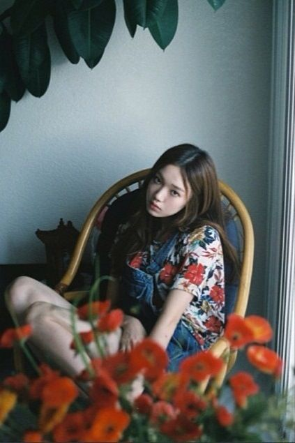 floral #tee x denim #overalls :: Lee Sung Kyung
