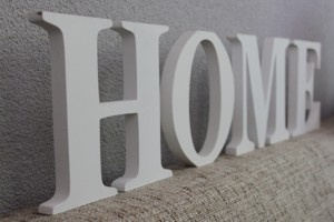 Houten letters 'Home'.. #Musthave!