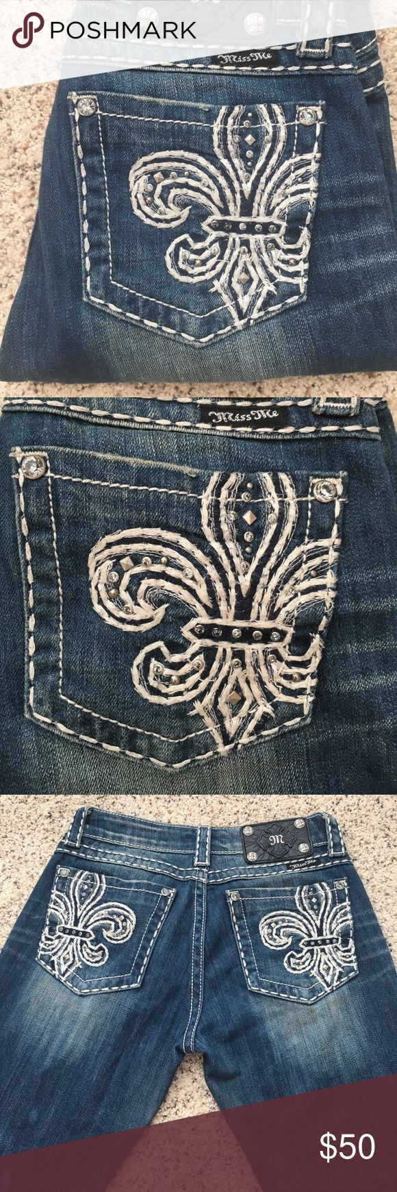 Fleur-de-lis Miss Me jeans Size 26 skinny leg miss me jeans with stitched fleur-de-lis back pockets. Message me if you have a questions or want more pictures! Miss Me Jeans Skinny