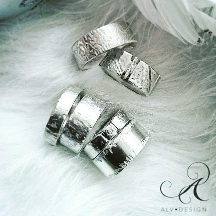✴️Planera din överraskning med Alv Designs rustika speciella silverringar med och utan ädelstenar✴️ 500 kr rabatt vid köp av två ringar!  Välkommen att se mer i webbutiken www.alvdesign.se